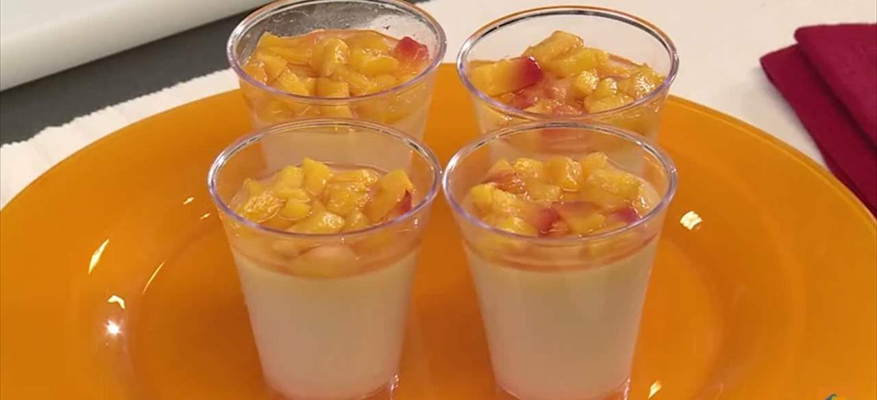 Panna cotta de chocolate blanco  y nectarinas