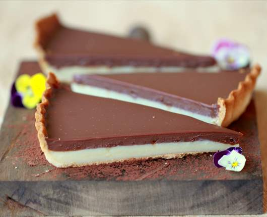 Tarta de chocolate blanco y chocolate con leche - Recetas nestle postres chocolate para fundir ...