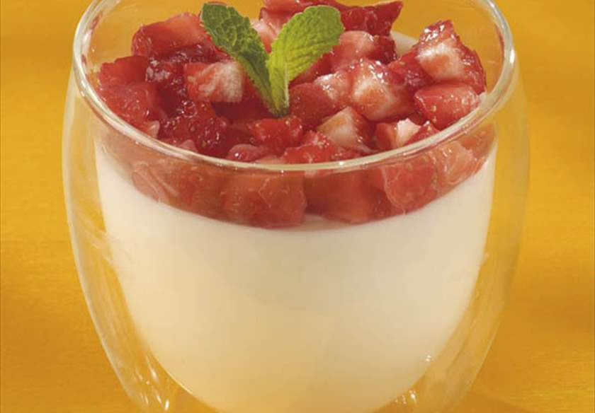 Mousse de chocolate blanco con fresas