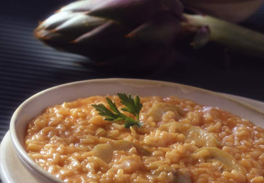 Risotto de tomate, alcachofas y queso idiazábal