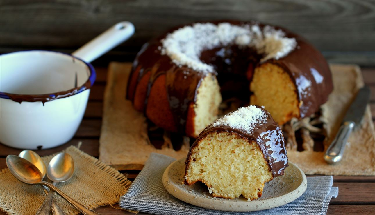 Bundt cake de coco y chocolate