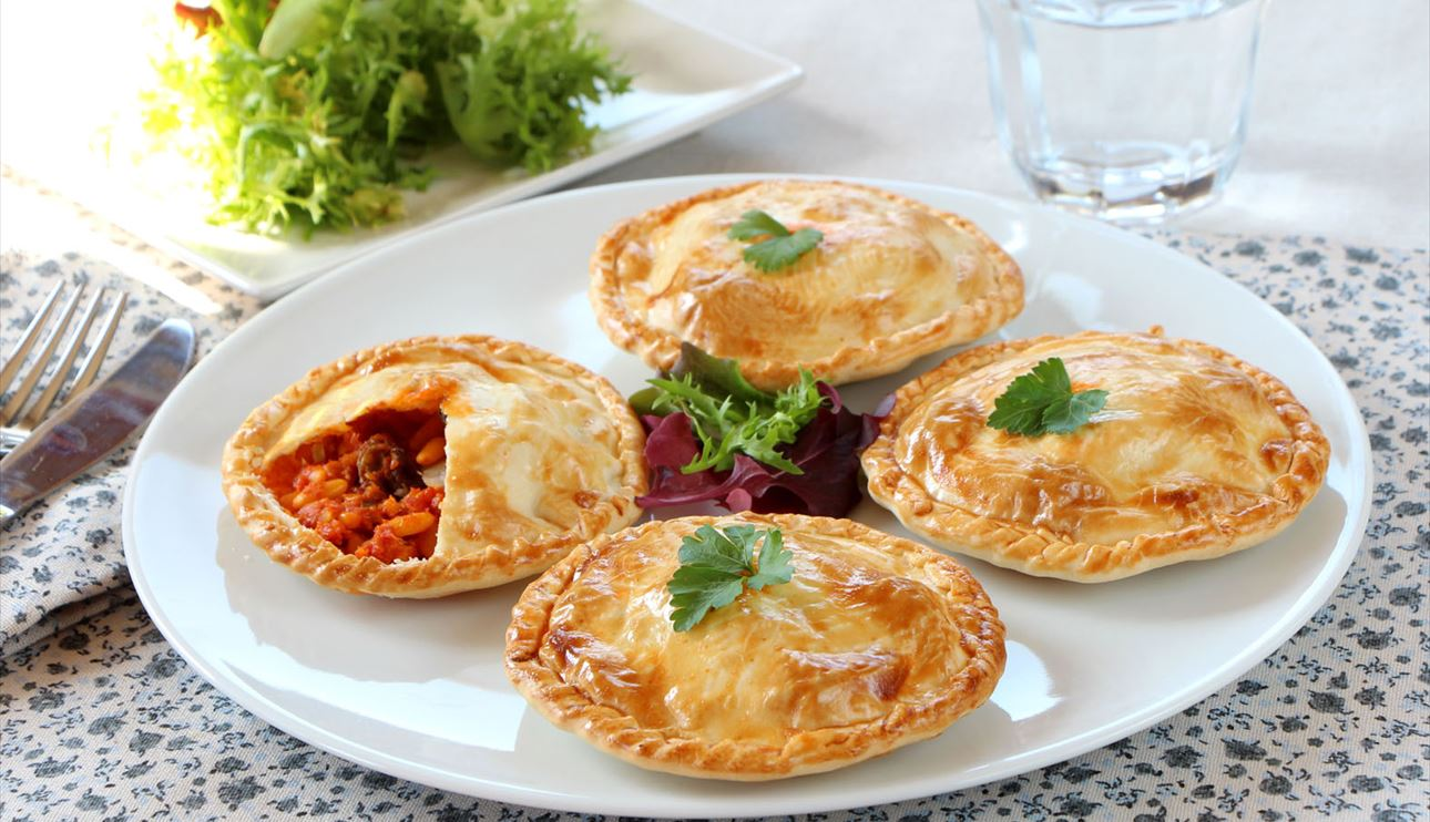 Empanadillas con bacalao y tomate al curry