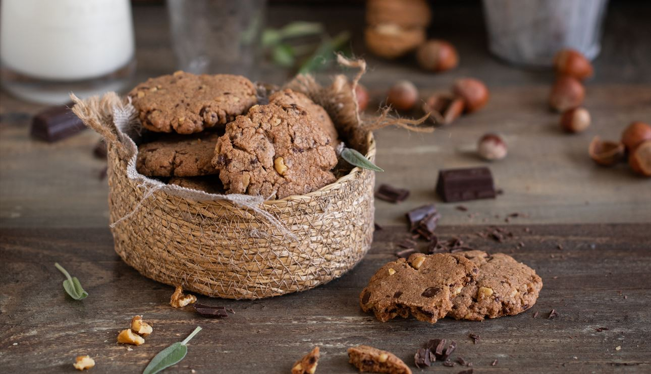Galletas de chocolate crujientes con frutos secos