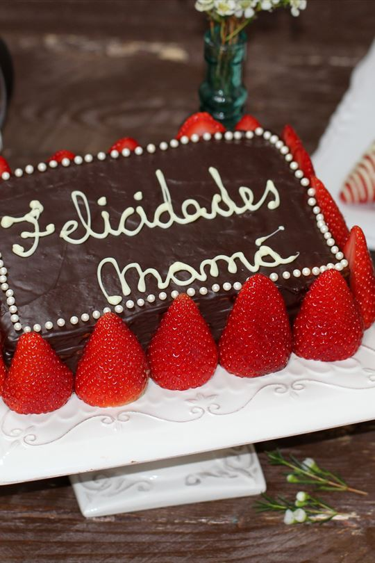 Tarta de galletas con chocolate y fresones