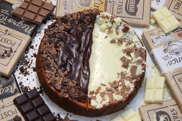 Cheesecake de chocolate negro y blanco