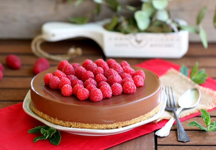 Cheesecake de chocolate negro con frambuesas