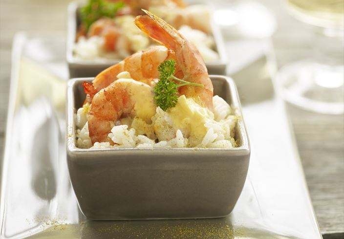 Gambas con crema de curry y arroz