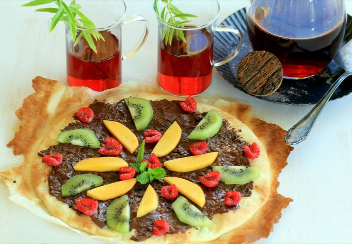 Pizza de chocolate con fruta fresca