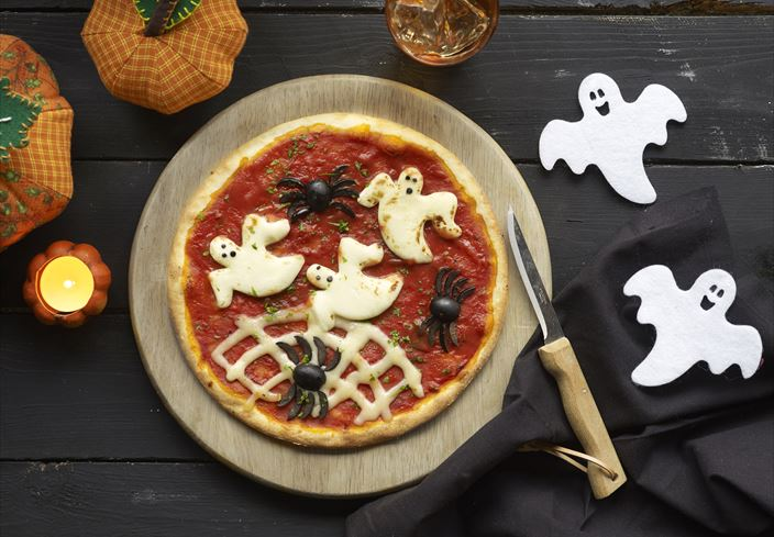 Pizza halloween de fantasmas y arañas